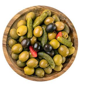Aceituna Cóctel, Mezcla de diferentes y variados encurtidos como pepinillo crujiente, cebollita y aceituna manzanilla